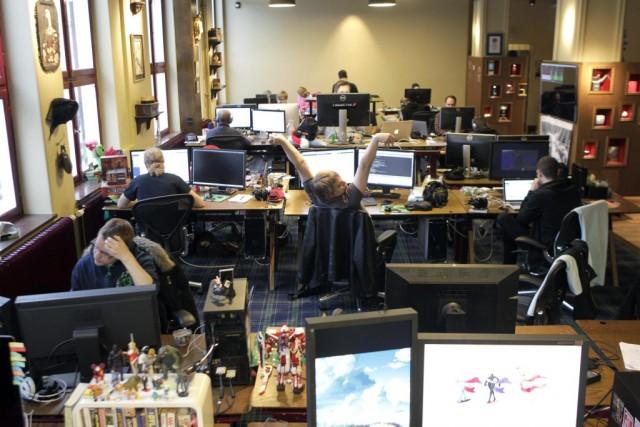 Des programmeurs dans les bureaux de Mojang à... (PHOTO INTS KALNINS, ARCHIVES REUTERS)