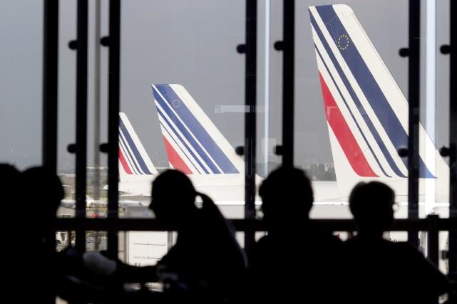 Air France conseille à ses passagers de modifier... (Photo KENZO TRIBOUILLARD, AFP)