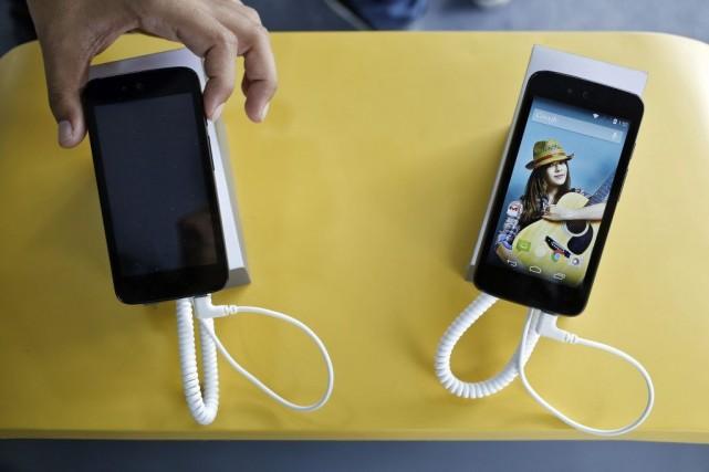 L'appareil Android One a été présenté à New... (PHOTO ANINDITO MUKHERJEE, REUTERS)