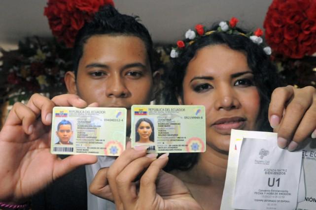 Diane Rodriguez et son compagnon Nicolas Guamanquispe ont... (Photo: AFP)