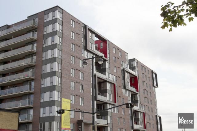 Certains immeubles en copropriété, notamment ceux de 100... (Photo Olivier Jean, archives La Presse)