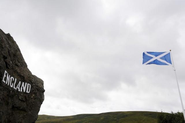 La ligne imaginaire qui sépare l'Angleterre de l'Écosse... (PHOTO ANDY BUCHANAN, ARCHIVES AFP)