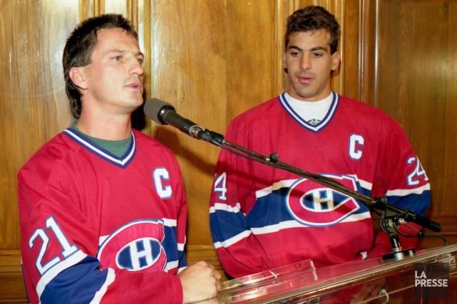 Guy Carbonneau et Chris Chelios ont déjà partagé... (Photo Michel Gravel, archives La Presse)