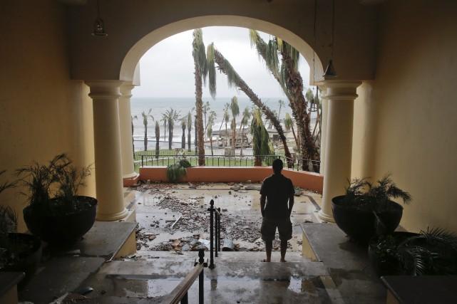 Les débris dans un hôtel Hilton de Los... (Photo Victor R. Caivano, AP)