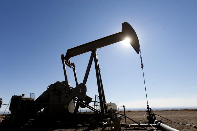 Les cours du pétrole coté à New York ont grimpé de presque deux dollars, portés... (Photo archives AP)