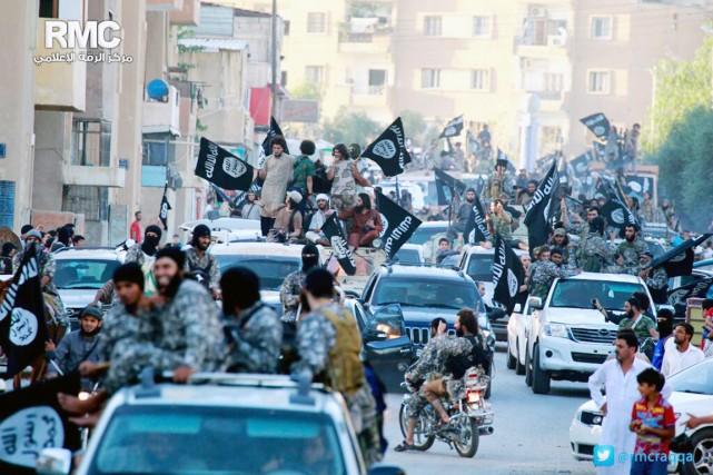 Le nombre des combattants de l'organisation djihadiste en... (PHOTO ARCHIVES AP/RMC)