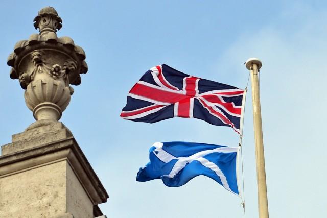 Les Canadiens manifestent beaucoup d'intérêt quant à l'issue du référendum sur... (Photo CARL COURT, AFP)