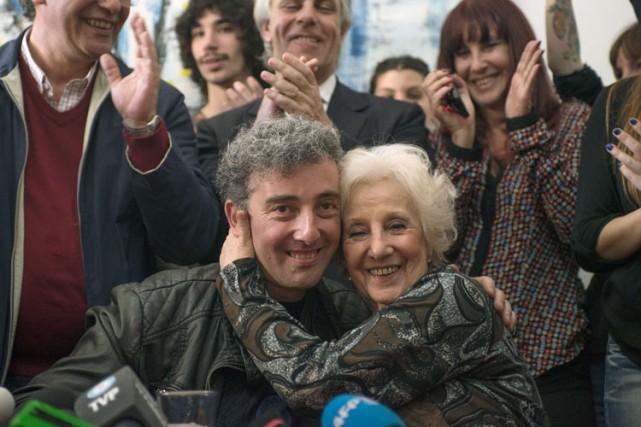 La présidente des Grands-mères de la Place de... (Photo: AFP)