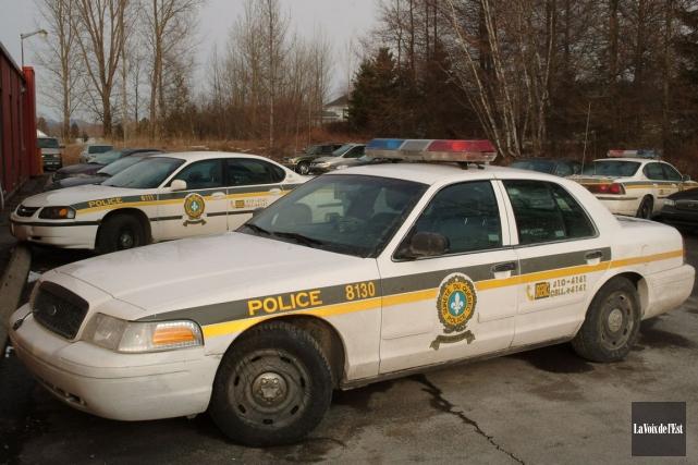 Un policier peut obtenir sa pleine retraite à... (PHOTO JANICK MAROIS, ARCHIVES LA VOIX DE L'EST)