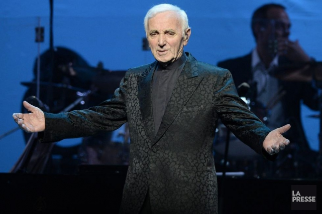 Charles Aznavour lors de son spectacle au Centre... (PHOTO BERNARD BRAULT, ARCHIVES LA PRESSE)