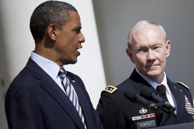 Le général Martin Dempsey (à droite), chef de... (PHOTO BRENDAN SMIALOWSKI, ARCHIVES AFP)