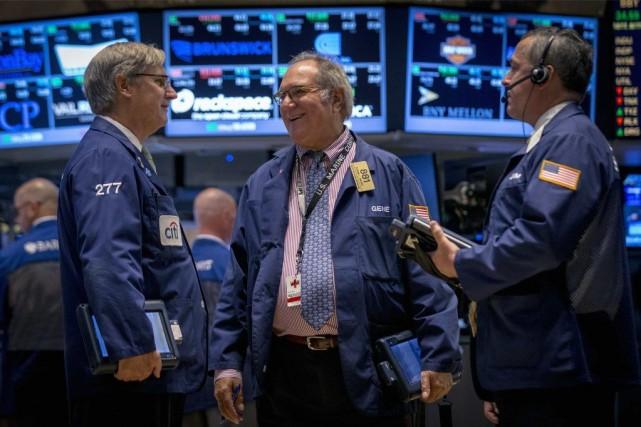 «Le marché poursuit sur sa lancée, toujours aidé... (PHOTO BRENDAN MCDERMID, REUTERS)