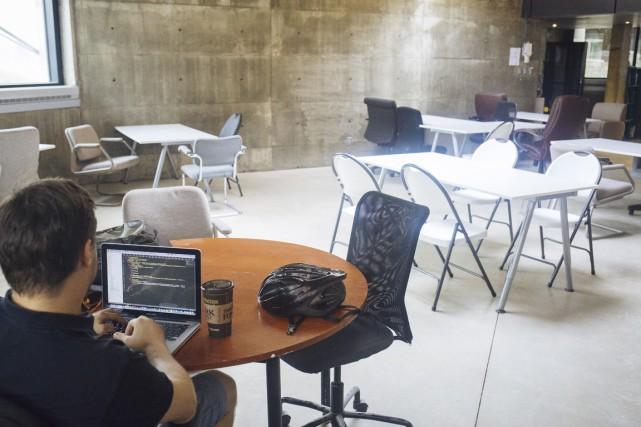 Vue de l'espace commun de travail de l'incubateur... (PHOTO FOURNIE PAR LA MAISON NOTMAN)