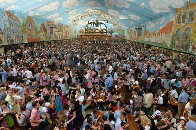 La «Theresienwiese», la «prairie de Thérèse» qui accueille... (Photo CHRISTOF STACHE, Archives AFP)