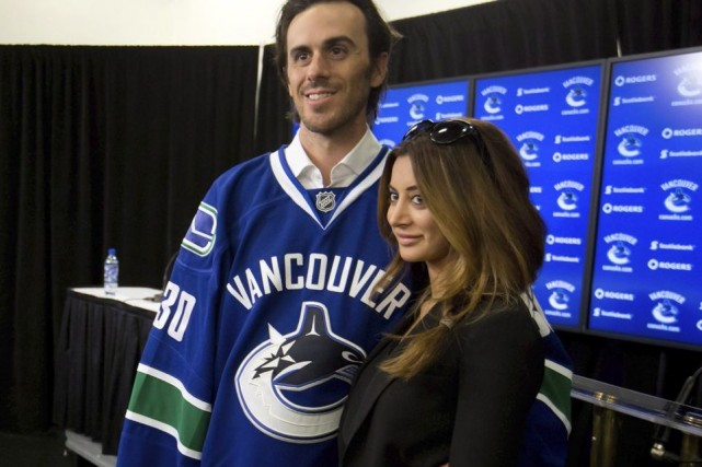 Ryan Miller en compagnie de sa femme, Noureen... (Photo: La Presse Canadienne)