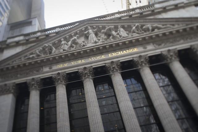 Les cours du pétrole ont nettement baissé jeudi à New York, restant pénalisés... (Photo archives Bloomberg)