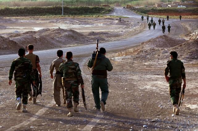 Des combattants kurdes combattent l'EI dans le nord... (PHOTO SAFIN HAMED, AFP)