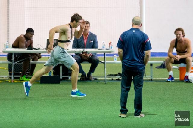 Michaël Bournival s'est soumis à des évaluations physiques... (Photo Alain Roberge, La Presse)