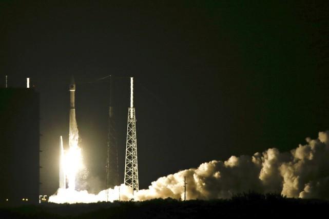 La fusée Atlas V lors d'un lancement à... (Photo John Raoux, AP)