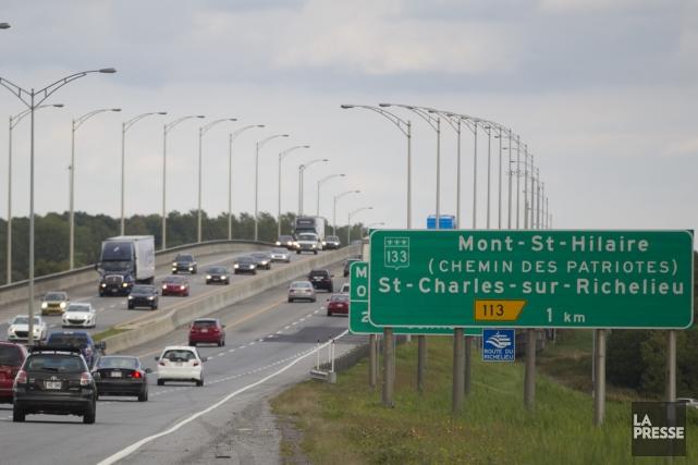 Les véhicules qui empruntent le pont Arthur-Branchaud ont... (PHOTO IVANOH DEMERS, LA PRESSE)