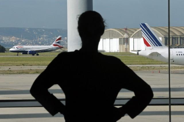 Les clients ayant réservé un vol d'ici au... (Photo JEAN-PAUL PELISSIER, REUTERS)