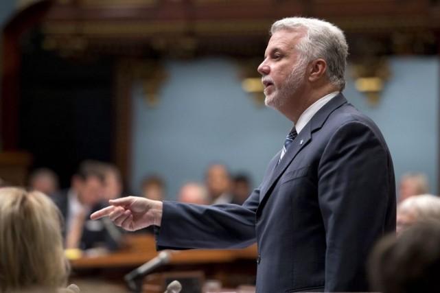 M. Couillard a aussi salué l'exercice démocratique tenu... (PHOTO JACQUES BOISSINOT, LA PRESSE CANADIENNE)