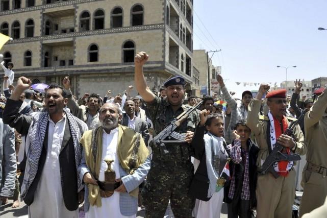 Des manifestants appuient les rebelles chiites au Yémen.... (PHOTO AGENCE FRANCE-PRESSE/STR)