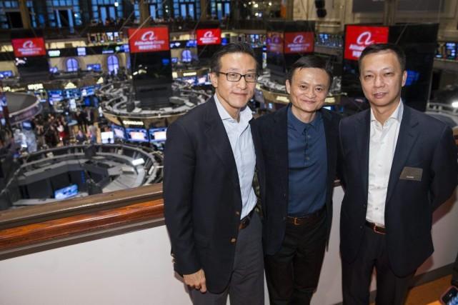 Jack Ma (au centre), fondateur d'Alibaba... (PHOTO BEN HIDER, ASSOCIATED PRESS)