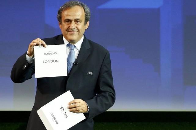 Michel Platini, président de l'UEFA, a dévoilé le... (Photo: Reuters)