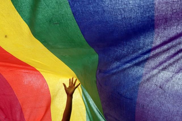 Être homosexuel consiste au fait d'avoir une attirance... (PHOTO DIBYANGSHU SARKAR, ARCHIVES AFP)