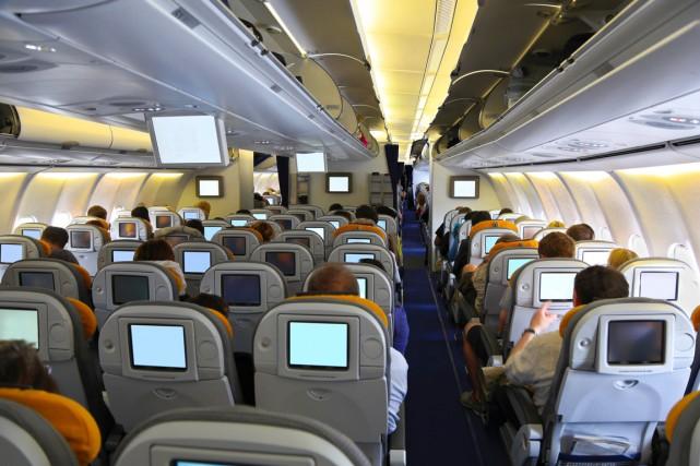 Prendre l'avion peut vite devenir une expérience très... (Photo d'archives)