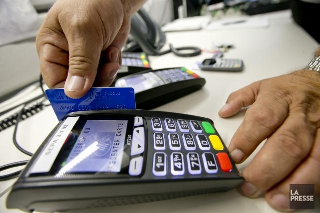 Gonfler le prix des achats effectués en devises... (Photo David Boily, archives La Presse)