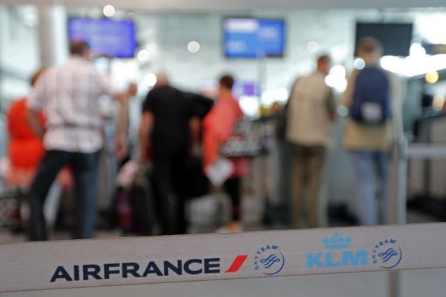 Au sixième jour de grève à Air France, samedi, le mouvement ne s'essoufflait... (PHOTO Jean-Paul Pelissier, REUTERS)
