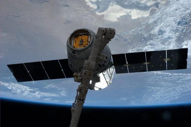 Dragon emportera 2,5 tonnes de vivres, de matériel... (PHOTO ARCHIVES REUTERS/NASA)