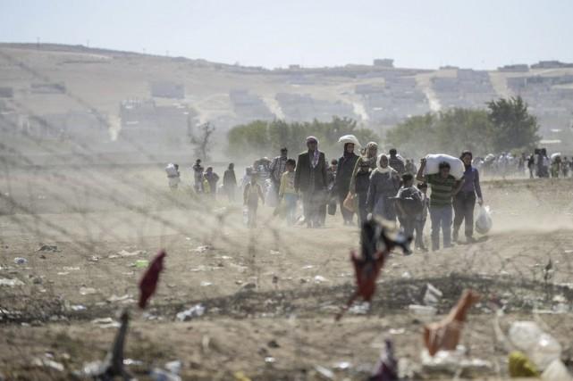 En raison des combats et craignant les terribles... (Photo BULENT KILIC, AFP)