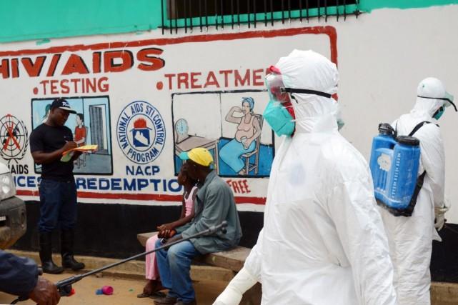 L'épidémie d'Ebola a frappé, dans son épicentre, des... (PHOTO ZOOM DOSSO, ARCHIVES AFP)