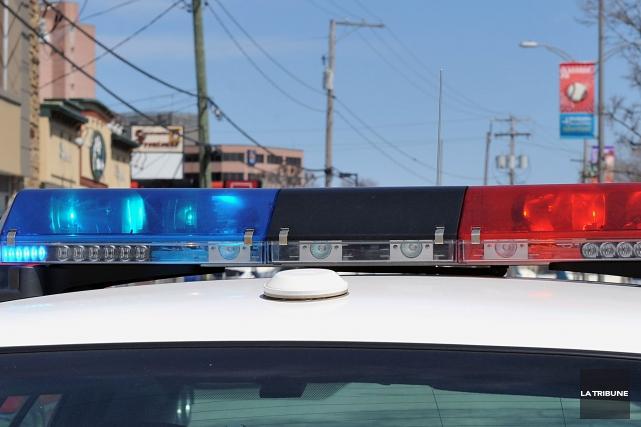 Une opération policière d'envergure est en cours dimanche soir dans un quartier... (Archives, La Tribune)