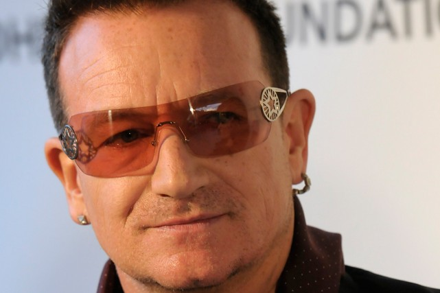 Bono... (PHOTO ARCHIVES AP)