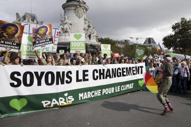 Plusieurs dizaines de milliers de personnes ont défilé... (PHOTO FRANÇOIS GUILLOT, AFP)