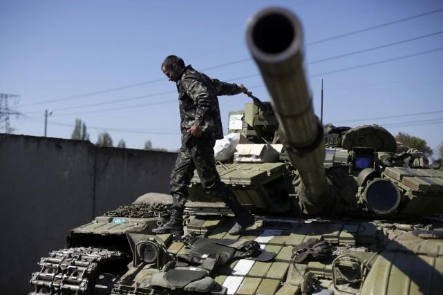 Kiev et la rébellion séparatiste ont signé samedi... (Photo ANATOLII STEPANOV, AFP)