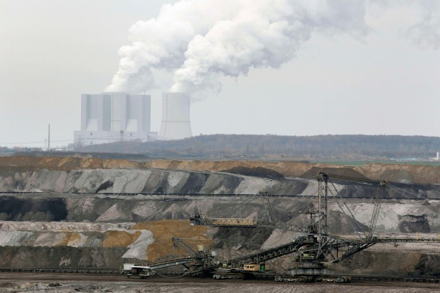 Les scientifiques affirment que les émissions vont continuer... (PHOTO ARCHIVES REUTERS)