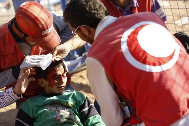 Un jeune syrien blessé lors de l'explosion d'une... (PHOTO MURAD SEZER, REUTERS)