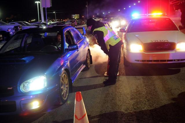 Les policiers vont tenir plusieurs contrôles routiers durant... (Archives)