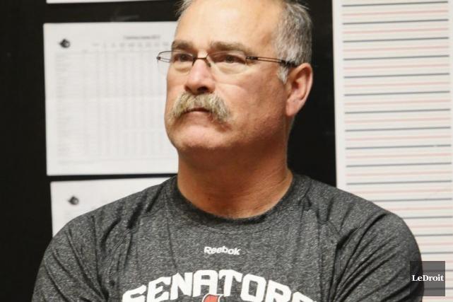 L'entraîneur Paul MacLean... (Simon Séguin-Bertrand, LeDroit)