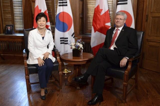 La présidente sud-coréenne Park Geun-hye a rencontré M.Harper... (PHOTO SEAN KILPATRICK, PC)