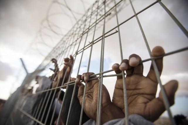 Les immigrés détenus à Holot doivent y passer... (PHOTO JACK GUEZ, ARCHIVES AFP)