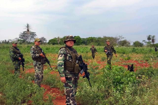 Des commandos de la police paraguayenne traquent le... (Photo: AFP)