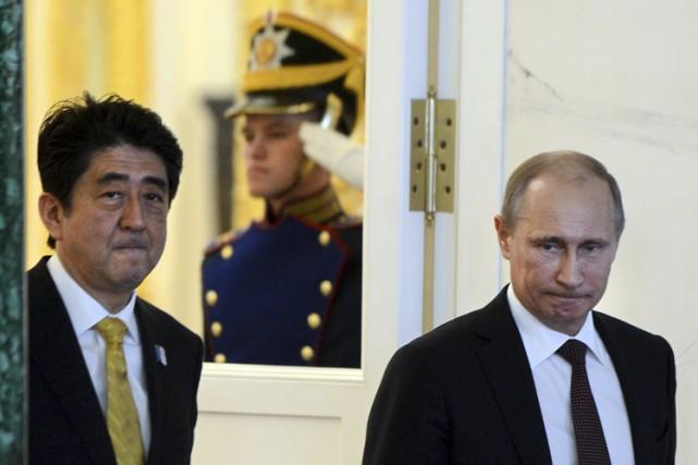 Shinzo Abe aux côtés de Vladimir Poutinelors d'une... (Archives Reuters)