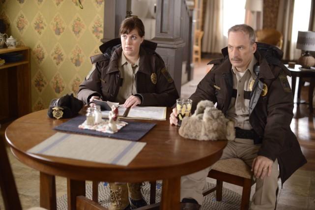 Allison Tolman et Bob Odenkirk dans la série... (Photo fournie par Bell Média)