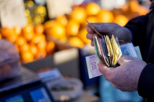 La monnaie ukrainienne a atteint mardi un nouveau plancher historique,... (Photo Vincent Mundy, Bloomberg)